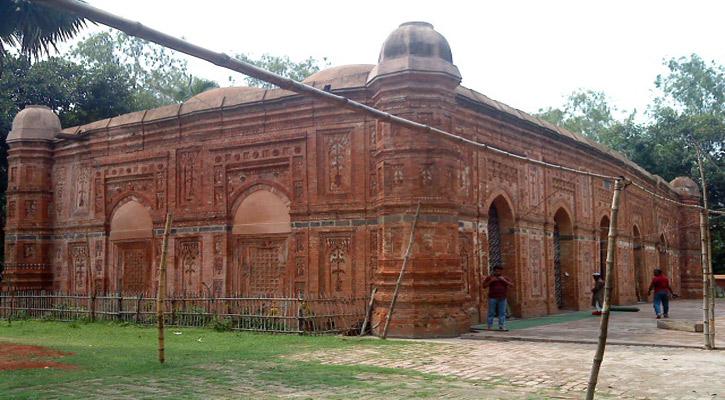 গৌরবময় মুসলিম স্থাপত্যের অনন্য নিদর্শন ঐতিহাসিক বাঘা শাহী মসজিদ
