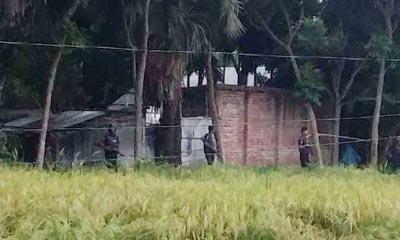 ঝিনাইদহে জঙ্গি আস্তানায় অপারেশন 'সাউথ প' চলছে