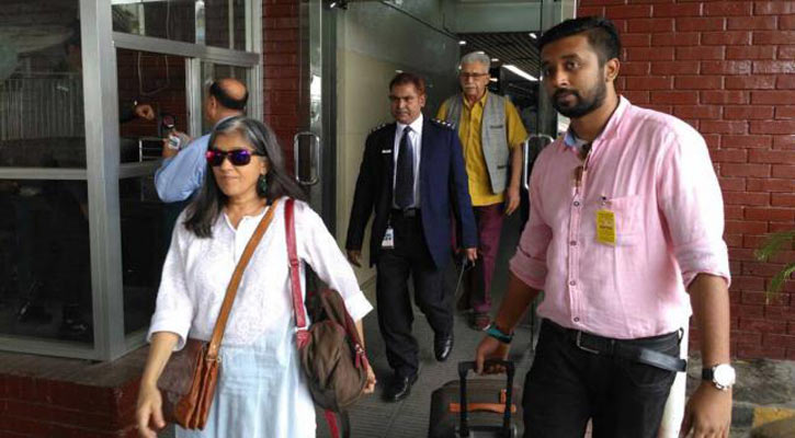 স্ত্রীসহ ঢাকায় এলেন নাসিরুদ্দিন শাহ্