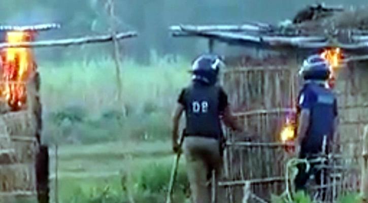 সাঁওতালপল্লীতে আগুন : দুই পুলিশ সদস্য চিহ্নিত