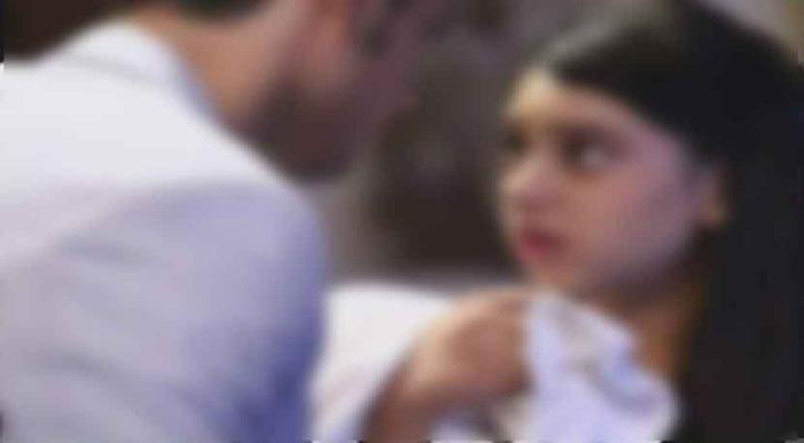 ছাত্রীকে যেভাবে  স্কুলের ছাদে নিয়ে ধর্ষণ করল প্রধান শিক্ষক