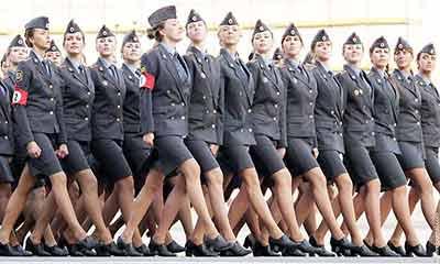 বিশ্বের সবচেয়ে আকর্ষণীয় ৫ নারী সেনা