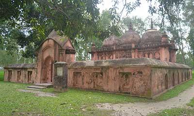 মোঘলদের তৈরি দৃষ্টিনন্দন মিঠাপুকুর বড় মসজিদ