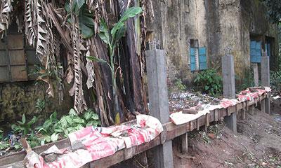 স্কুলের জমি দখল করে বিএনপি নেতার দেয়াল নির্মাণ