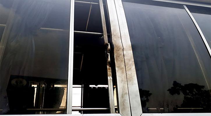 বগুড়ায় চলন্ত বাসে পেট্রলবোমা নিক্ষেপ, ৩ নারী দগ্ধ