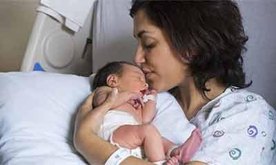 স্বামীর মৃত্যুর ৩ বছর পর সন্তান জন্ম দিলেন স্ত্রী