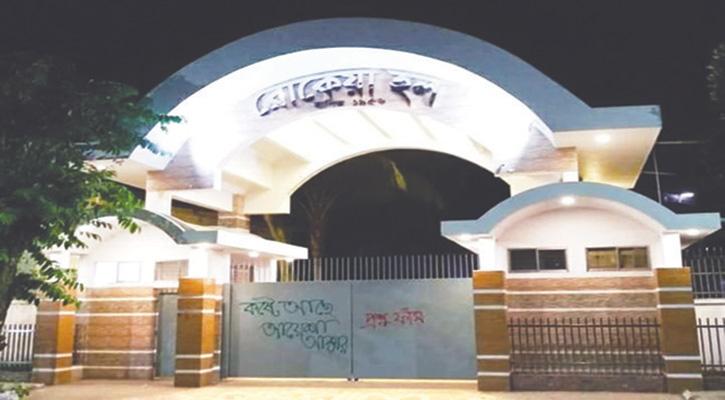 আইজুদ্দিন থেকে আয়েশা: দেয়ালই তাদের একমাত্র ভরসা