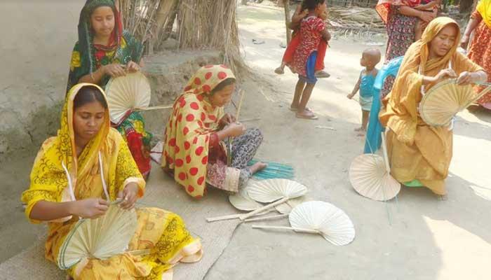 বাগাতিপাড়ায় তাল পাখার গ্রাম হাঁপানিয়া