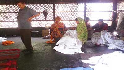 মাদারীপুরের বাটিক শিল্প : রঙের বিভায় ফুটে ওঠে সৌন্দর্য