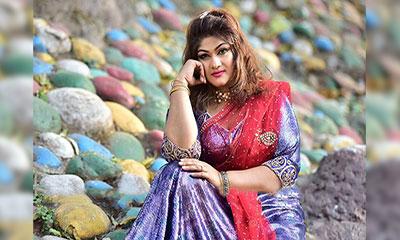 সার্কাস কন্যা মুনমুন!