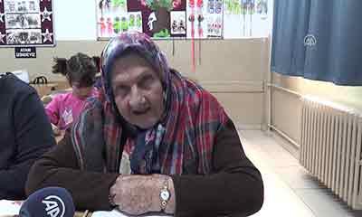 প্রথা ভেঙে স্বপ্ন পূরণের পথে ৯২ বছর বয়সী তুর্কি নারী