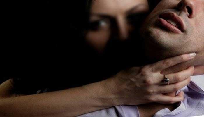 শুধু পরুষ নয়, ধর্ষণের জন্য নারীও সমানভাবে দায়ী