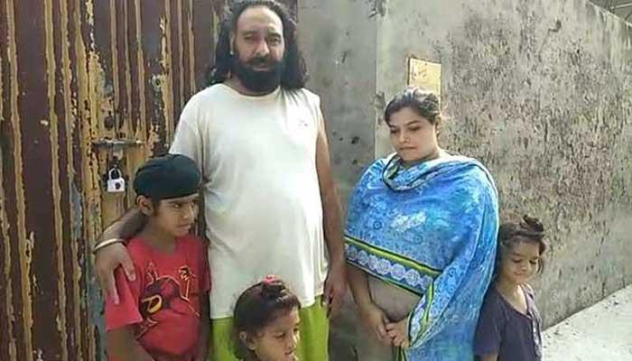 পাকিস্তানে শিখ পুলিশ সদস্যকে সপরিবারে বাড়ি থেকে উৎখাত