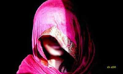 কুমিল্লায় ধর্ষণ করতে গিয়ে লুঙ্গি ফেলে পালাল পুলিশ