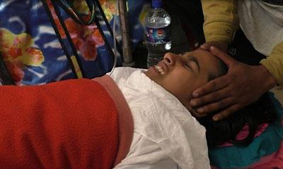 স্কুলের বাইরে আচার-ঝালমুড়ি খেয়ে ১৫ শিক্ষার্থী হাসপাতালে