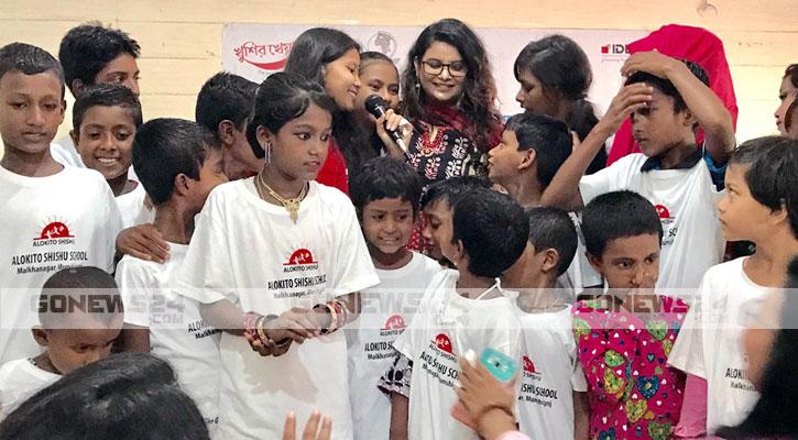বেদে পল্লীতে 'আলোকিত শিশু' স্কুলের উদ্বোধন করলেন ফারিয়া