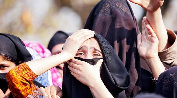 কাশ্মীরে নারীদের যৌন হয়রানি করছে সেনারা
