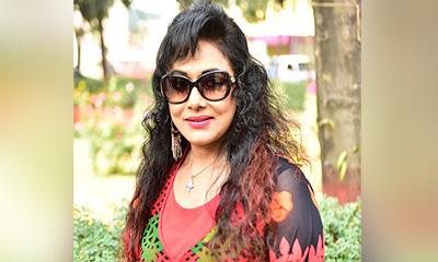 শাকিব খান ছাড়া আর কাউকে চিনিনা: রোজিনা