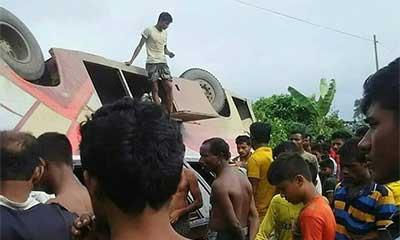 গোবিন্দগঞ্জে বাস উল্টে সেনা সদস্যের মৃত্যু