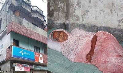 অন্ধ মাকে প্রতিবেশীর ভাঙা ঘরে রেখে এলেন আ.লীগ নেতা