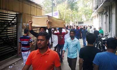 চকবাজার ট্রাজেডি : মরদেহ হস্তান্তর করছে জেলা প্রশাসন