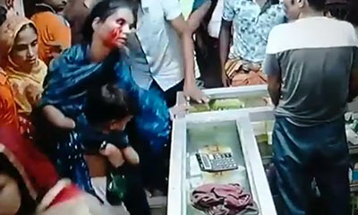 নিজের সন্তান কোলে বের হওয়া মা'কে ছেলেধরা সন্দেহে গণপিটুনি