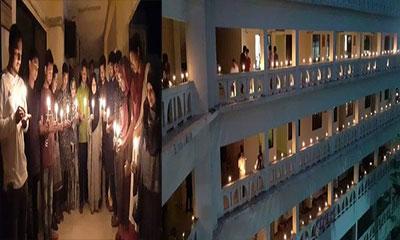 কালরাতের ভয়াবহতা স্মরণে কুবিতে মোমবাতি প্রজ্জ্বলন