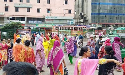 শ্যামলীতে ফের সড়ক অবরোধ, কারখানায় আটকা শ্রমিকরা