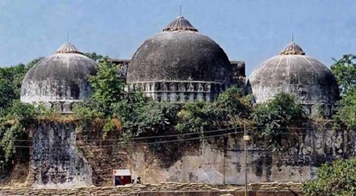 বাবরি মসজিদ মামলার শুনানিতে তুমুল হট্টগোল, ম্যাপ ছিঁড়লেন আইনজীবী