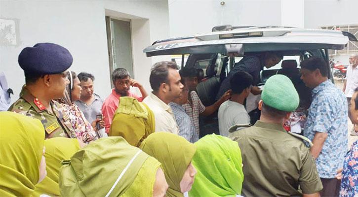 কুলাউড়ায় ট্রেন দুর্ঘটনা: মায়ের কাছে সানজিদার লাশ হস্তান্তর