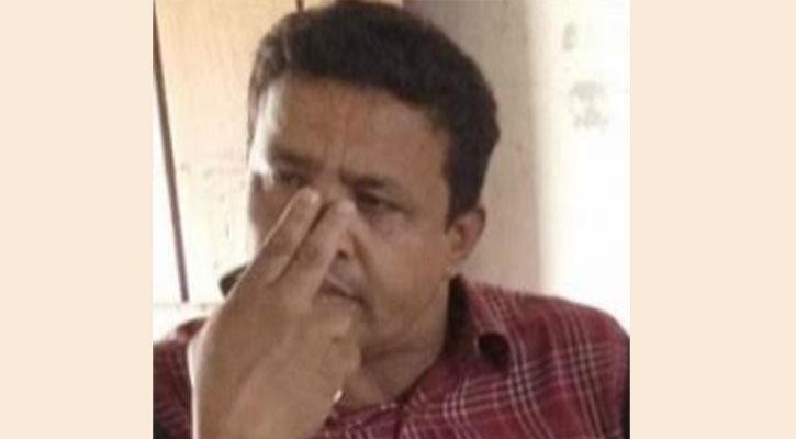 শিক্ষার্থীদের চুল কেটে দিলেন শিক্ষক, প্রতিবাদে ক্লাস বর্জন