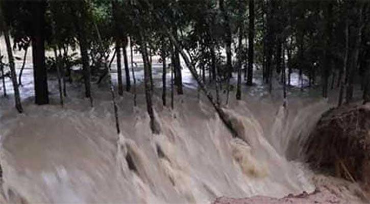 বিপদসীমার ওপরে মুহুরী নদীর পানি, বাঁধ ভেঙ্গে ৪ গ্রাম প্লাবিত