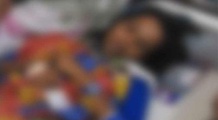 প্রেম প্রস্তাবে সাড়া না দেয়ায় স্কুল ছাত্রীকে হাতুড়িপেটা