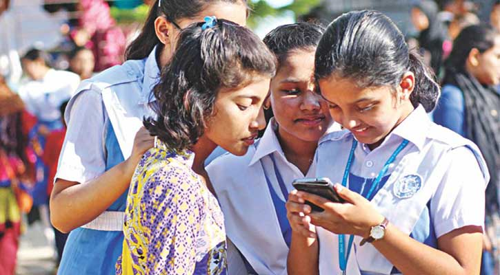 শিক্ষার্থীদের স্কুলে স্মার্টফোন বহনে নিষেধাজ্ঞা