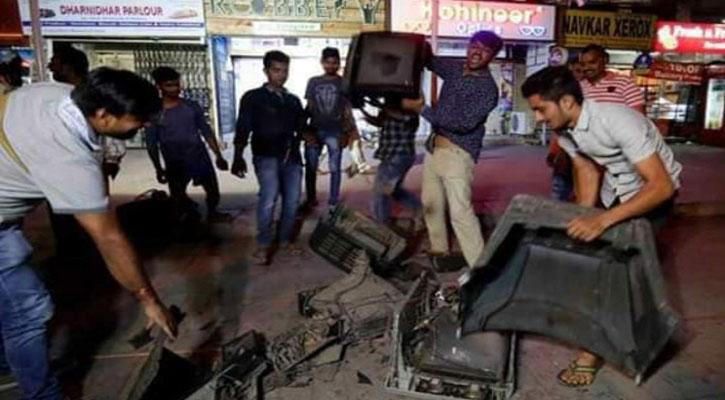 ভারতে টিভি ভাঙার হিড়িক