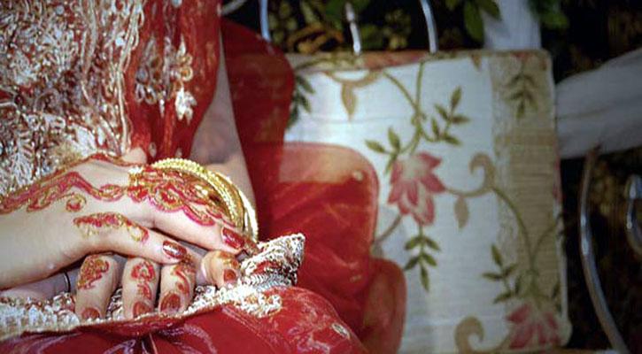 বৌভাত অনুষ্ঠান থেকে নববধূকে তুলে নেওয়ার চেষ্টা, অতঃপর…