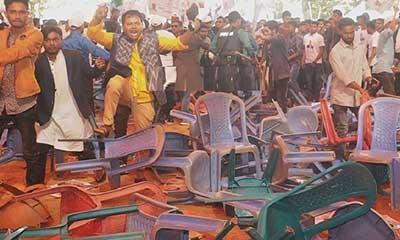 চট্টগ্রাম উত্তর জেলা আ.লীগের সম্মেলনে চেয়ার ছোড়াছুড়ি