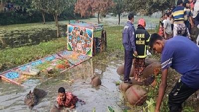 চাঁপাইনবাবগঞ্জের সড়কে একসঙ্গে ঝরে গেল ৯টি প্রাণ