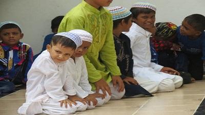 মসজিদে টানা ৪০ দিন নামাজ আদায় করে পুরস্কার পেল ৭ শিশু